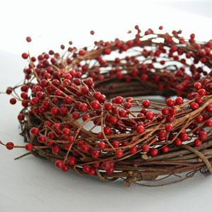 pin deko kranz rote beeren h ngedeko on pinterest. Black Bedroom Furniture Sets. Home Design Ideas